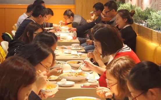 鱼你在一起下饭酸菜鱼精确定位满足大众年轻消费群体